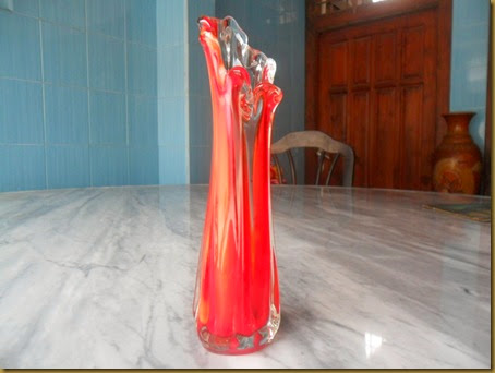 Vas kristal merah - sisi