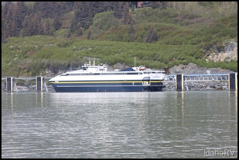 Alaska-Ferry-at-Dock-in-Val