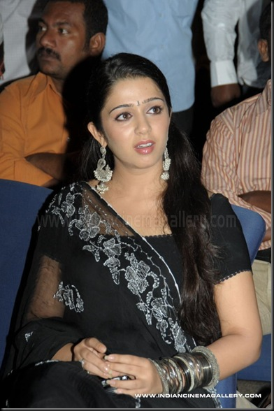 charmi stills - charmi photos _4_