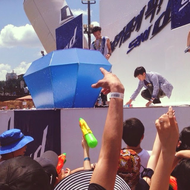 G-Dragon - Hite - 2014 - Ocean World - 04jul2014 - Fan - Youngeun0617 - 01.jpg