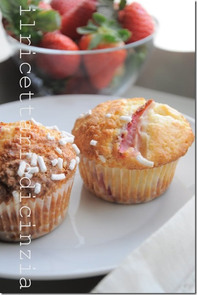 Muffin alle fragole, yogurt e granelladi zucchero