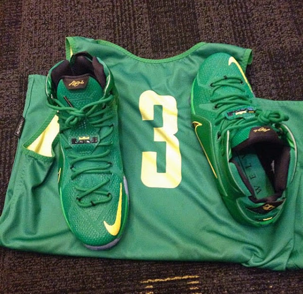First Look at Oregon Ducks8217 Nike LeBron 12 PE