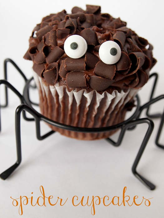 spider cupcakes from GingerSnapCrafts.com