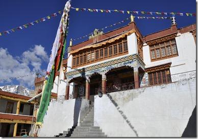 tso morini 058 korzok darchen devant le monastere