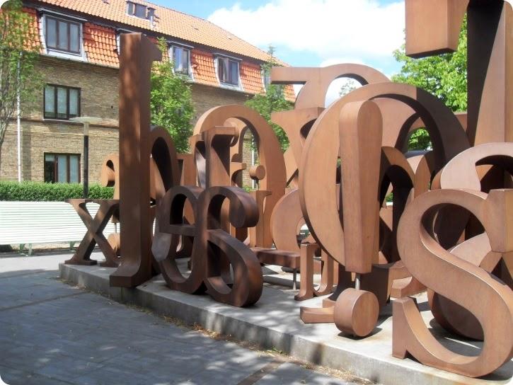 Alfabet Turèll af Kenn André Stilling, Dan Turèlls Plads, Vangede