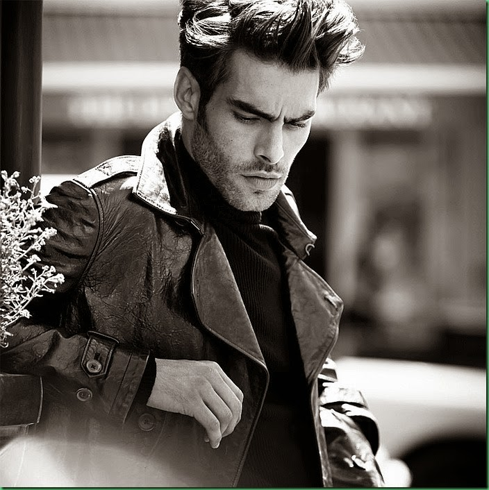 Jon Kortajarena appears in El Libro Amarillo Fall 2014
