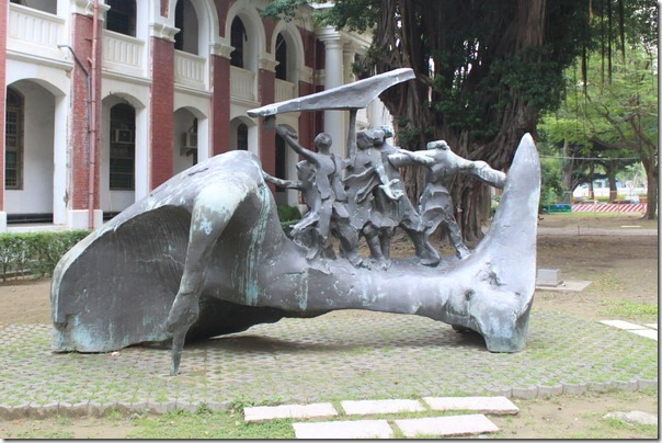 台南-成大裝置藝術。大地的子民
