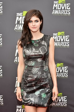 Alexandra_Daddario_2013_MTV_Movie_Awards_Red_ysuVpthIntnx