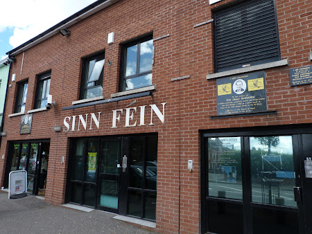 Politica Irlanda de Nord: sediul Sinn Fein din Falls Road Belfast
