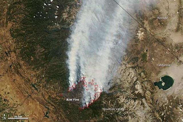 On 26 August 2013, the Moderate Resolution Imaging Spectroradiometer (MODIS) on NASA's Aqua satellite captured this image of the Rim fire burning in and near Yosemite National Park. Red outlines indicate hot spots where MODIS detected unusually warm surface temperatures associated with fire. Photo: Jeff Schmaltz / LANCE/EOSDIS Rapid Response