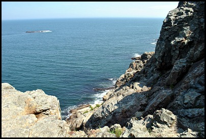 02l6 - Hiking Ocean Path -  Long way down