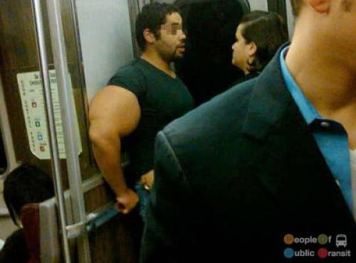 pessoas bizarras em metrô (5)