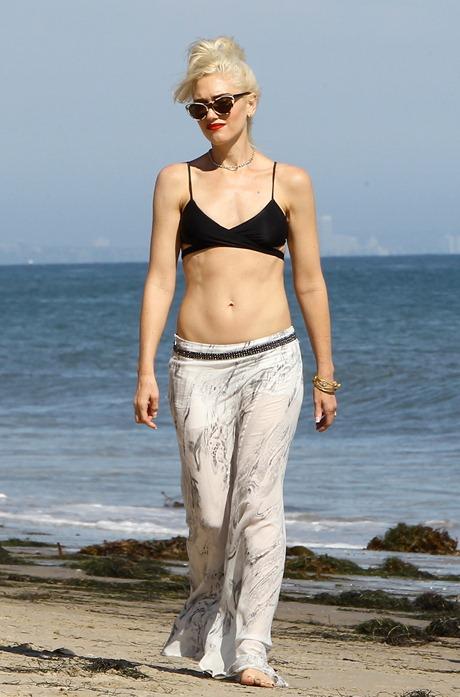 gwen-stefani-bikini-top-malibu-02