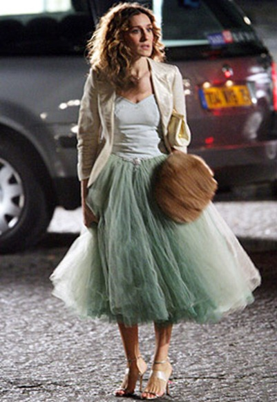 carrie-bradshaw-in-the-mint-green-dress-with-cream-blazer