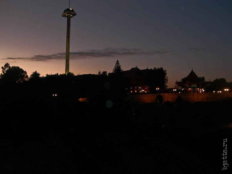 80. Порт Авентура. Port Aventura. Salou. Costa Dorada. Spain. Темнеет на юге как всегда быстро.