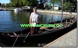 DSC08533.JPG Vikinga2. Båtbyggare Håkan i sin båt Himingläva. Varit i Ryssland och i TV vikingautställning. Med amorism