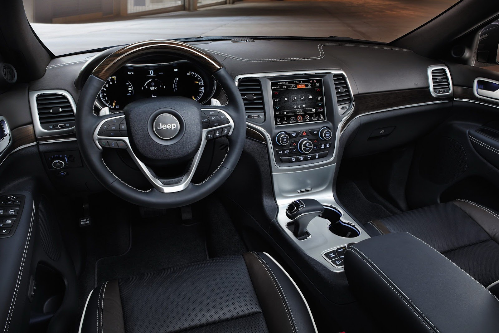 2013-Jeep-Grand-Cherokee-EU5[2].jpg