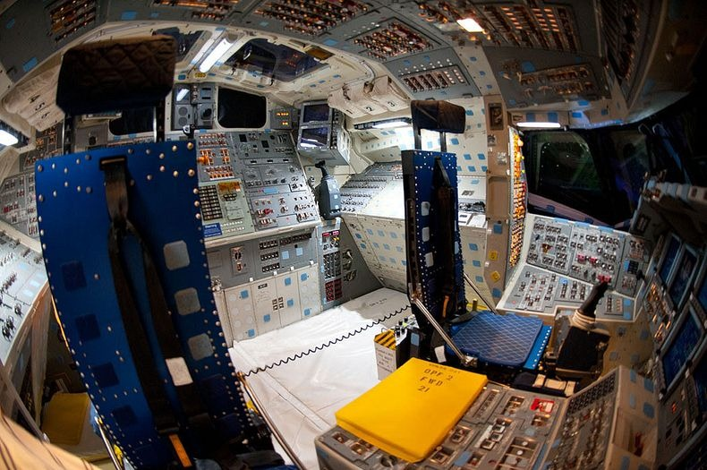 endeavour-flight-deck-11