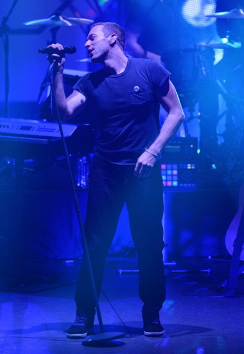 450594866-vocalist-chris-martin-of-british-rock-band-gettyimages