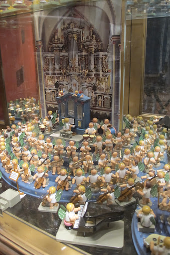 This miniature orchestra would make an amazing display.