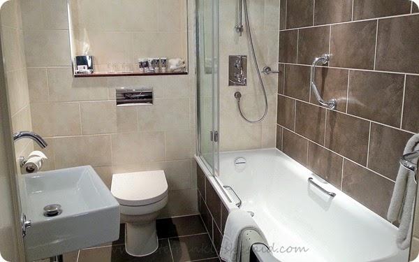 Mercure Stratford upon Avon Shakespeare Hotel bathroom