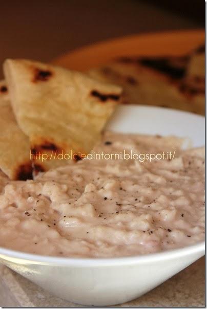 Hummus di cannellini con pane non lievitato