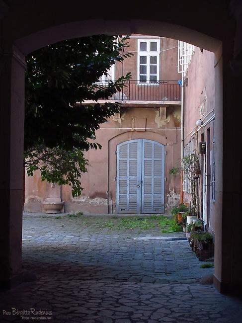 house_20110831_streetdoor1a