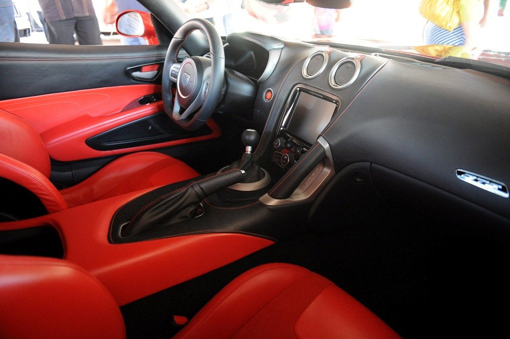 First-Production-2013-SRT-Viper-GTS-Inte...mgmax=1800