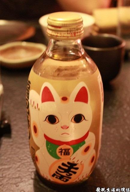 台南-花川日本料理。招財貓汽水,小小地一瓶就要NTD50,喝起來跟芬達很像,不知道是不是日本的進口貨?