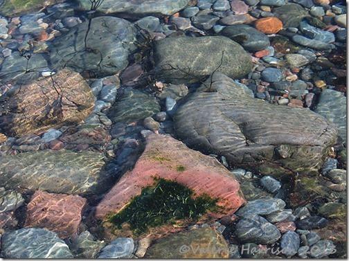 12-underwater-pebbles