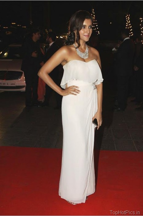 Asin Hot Navel Pics in White Dress 3