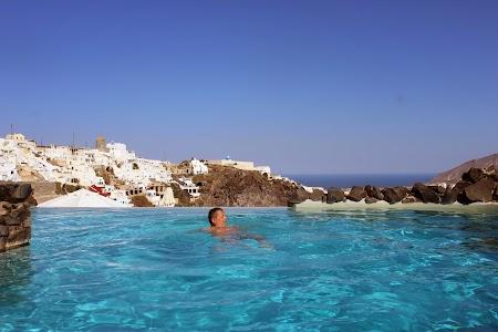 09. Infinity pool - Santorini.JPG
