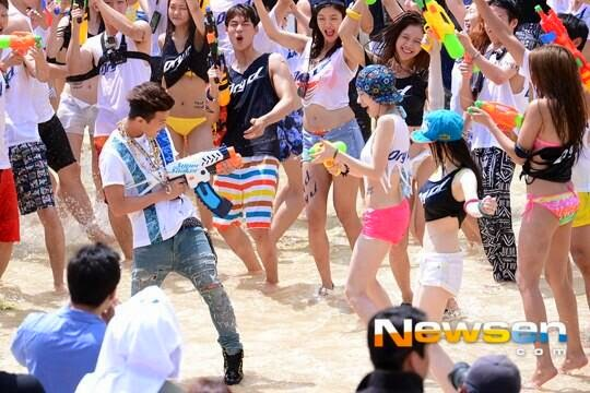 G-Dragon - Hite - 2014 - Ocean World - 04jul2014 - Press - Newsen - 03.jpg