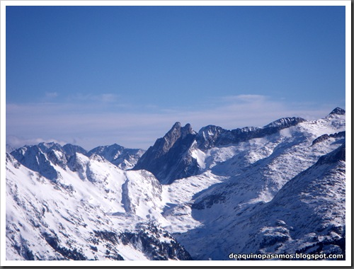 Canal Central SO 200m 50º con esquis (Pico de la Montañeta 2552m, Benasque, Pirineos) (Isra) 3364