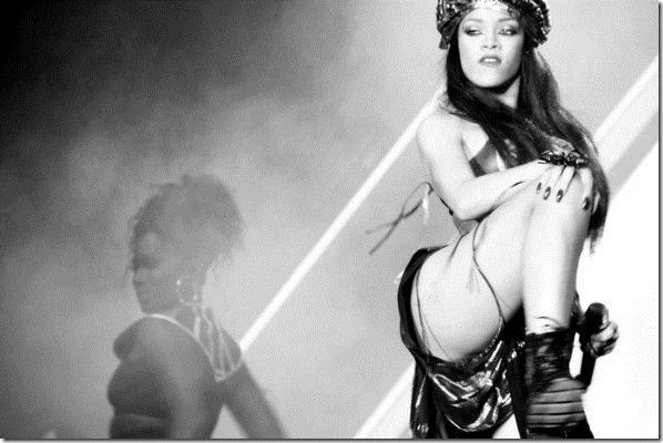 Rihanna Rihanna Facebook Pics -MndHWnmF_3l