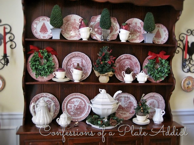 [CONFESSIONS%2520OF%2520A%2520PLATE%2520ADDICT%2520Christmas%2520on%2520the%2520Hutch2%255B2%255D.jpg]