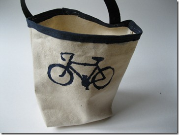 bike or car tote with french seams and freezer paper stencil of bike (4)