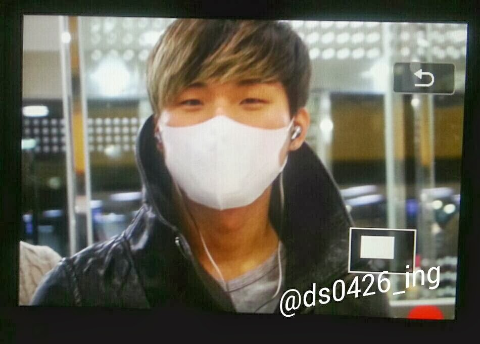 Dae Sung & Tae Yang - Gimpo Airport - 18dec2013 - Dae Sung - Fan - Ds0426_ing - 01.jpg