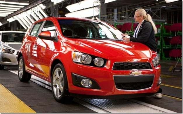 2012-Chevrolet-Sonic-hatch-front-three-quarter-assembly-line-623x389