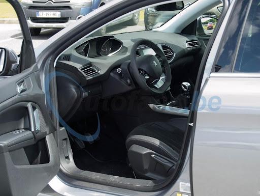 2014-Peugeot-308-ic-mekan-1.jpg