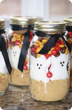 halloween-smores-in-a-jar