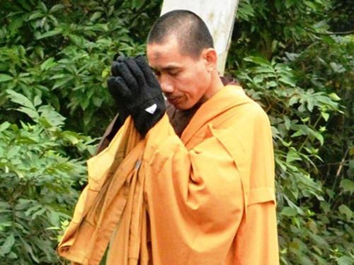 Nhà sư Nhất Bộ Nhất Bái Thích Tâm Mẫn đã đến Yên Tử – Suối Tắm