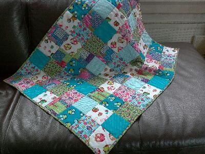 De gelukkige naaister baby quilt for Quilt maken met naaimachine