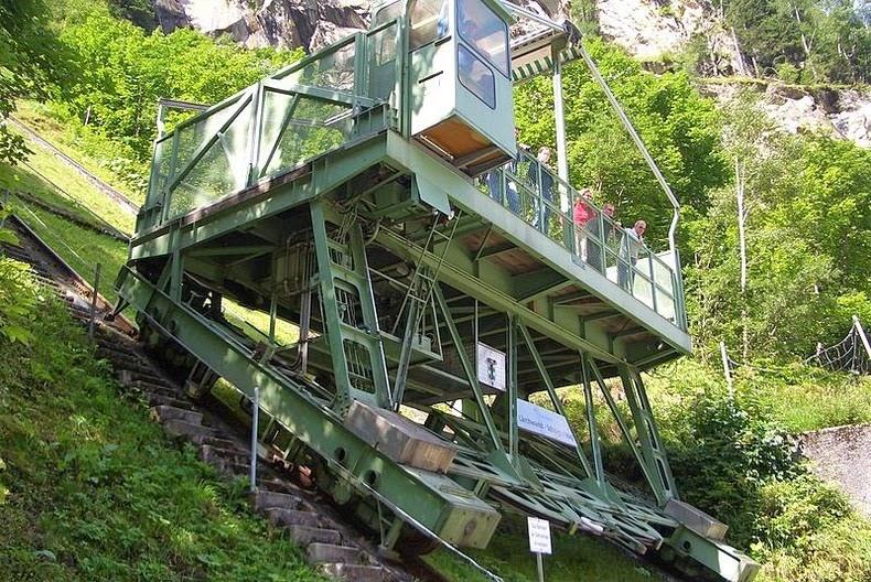 larchwandschragaufzug-2