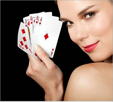 young_blonde_woman_playing_cards_IS098U2KY