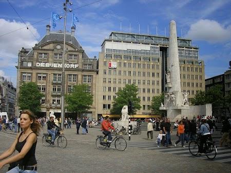 Dam, piata centrala din Amsterdam