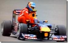 Webber da un passaggio ad Alonso nel gran premio di Germania 2011