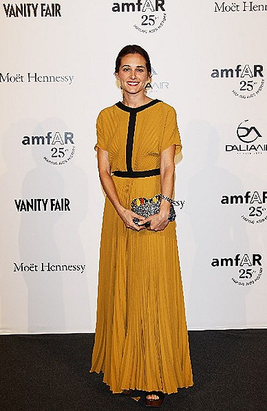 Ambra Medda wore a mustard plissé dress with black trim from FENDI Cruise 2012 Collection  galuchat clutch with semi precious stoned FENDI Fall-Winter 2011 2012 Collection.