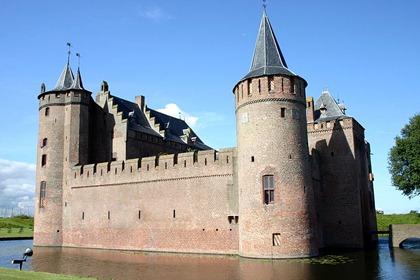 Muiderslot_castle-netherlands-moat