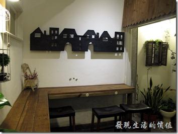 D.D.HOUSE餐廳後半部的景色,這裡的桌子使用以前的裁縫車改良而成。